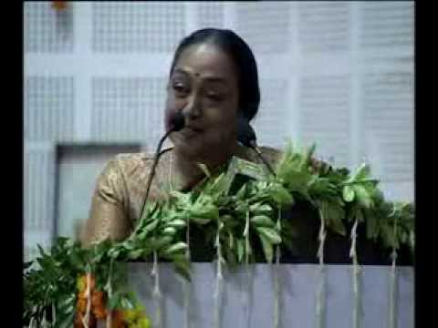 Lok Sabha Speaker Smt. Meira Kumar inaugurated the first edition of the Banaras Utsav.