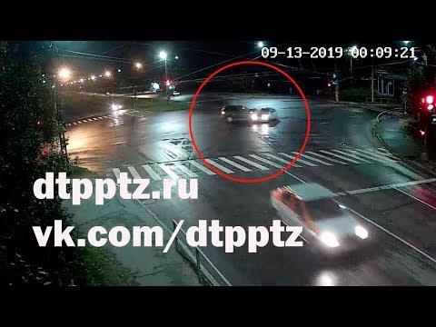 """Ночью на перекрёстке """"Лыжная - Правды"""" столкнулись два автомобиля"""