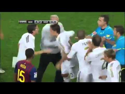 football fight RealMadrid vs Barcelona, 3 Red cards( Fabregas, Ozil, Villa Red Card )