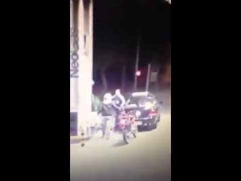 Aksi berani pengemudi mobil pick up TABRAK begal yang sedang beraksi News - CCTV