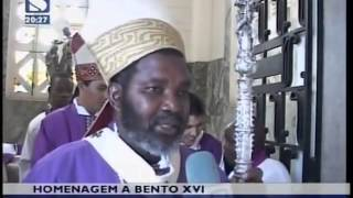 Catlicos querem guardar uma lembrana do Papa Bento XVI