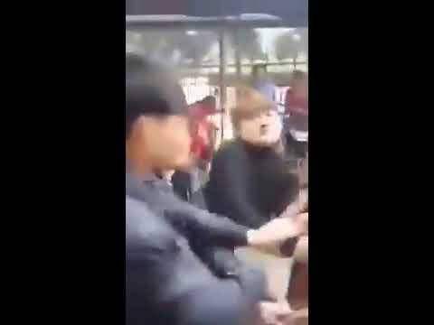 nữ sinh đánh nhau lột quần áo lộ hàng