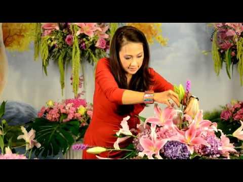 Kimngocshow.com - Nghệ Thuật Cắm Hoa 008 - Hoa Cưới Trên Bàn Cô Dâu