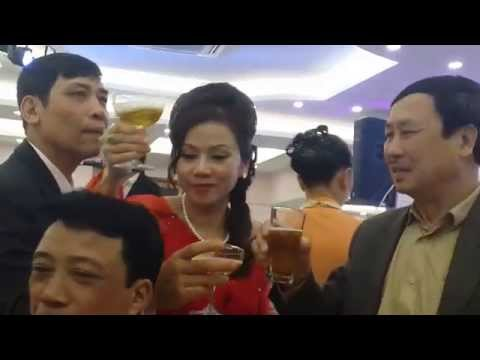 Minh Vương hát Mãi Yêu Em tại đám cưới Duy Khoa
