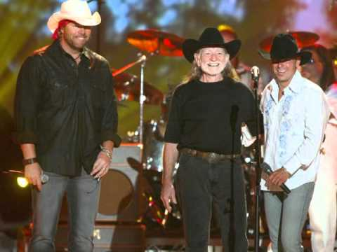 Live--Toby Keith&Willie Nelson----Never Smoke Weed With willie Again