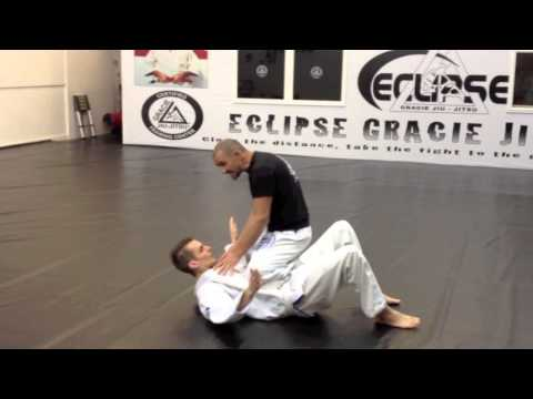 Gracie Jiu Jitsu Street Defence - Instructor attacked!