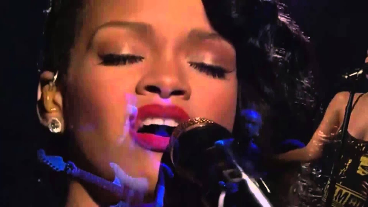 Rihanna - Stay----Live on SNL - YouTube