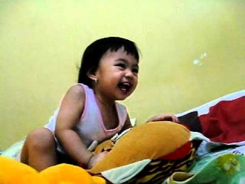 baby laugh out loud (bayi ngakak-ngakak)