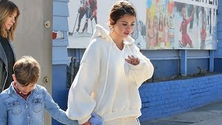 Selena Gomez Seems Unfazed By Justin Bieber Split While Ice Skating With Friends