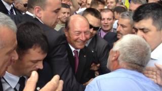 Traian Băsescu face baie de mulțime la Chișinău