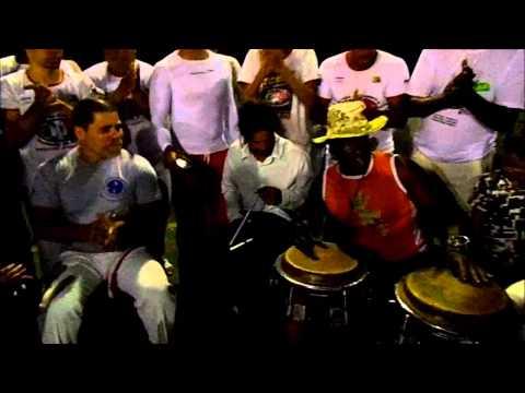 Dueto: Grão Mestre Dunga x Mestre Barrão ( Axé Capoeira )