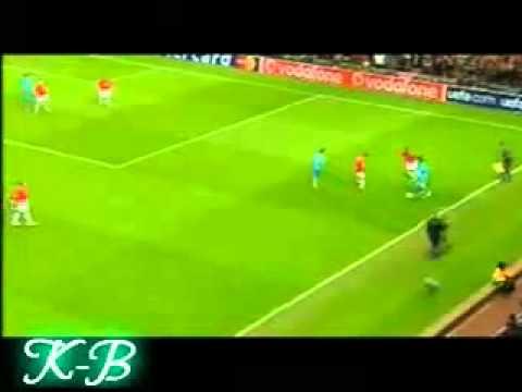 Ngôi Sao   Messi di bong qua C  Ronaldo