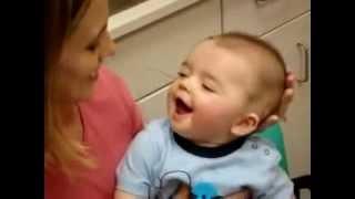 Bebê surdo escuta a mãe pela primeira vez