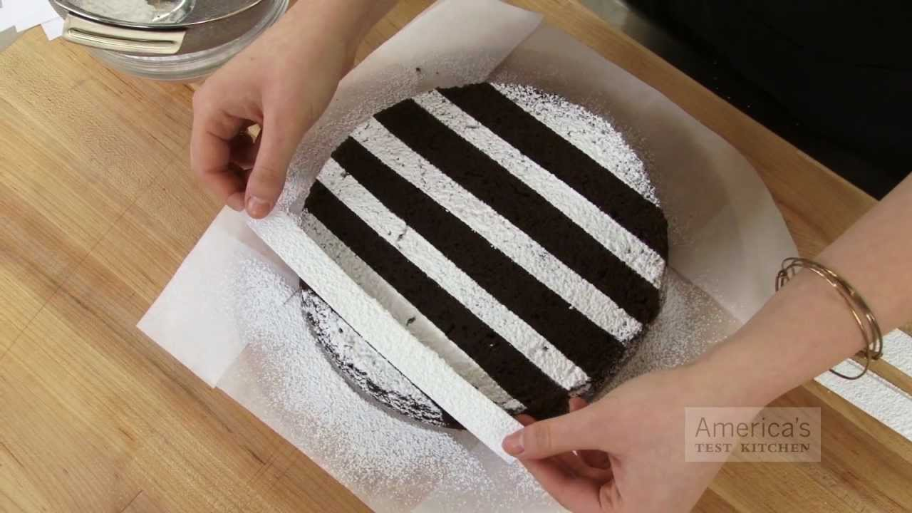 Cake With Icing Sugar : Super Quick Video Tips: Easiest Ways to Decorate a Cake ...