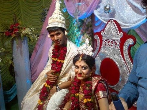 ASHOKE DINDA: INDIAN FAST BOWLER GOT MARRIED WITH SREYASI...