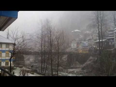 Live Snow Fall view from the hotel room in Manali 1