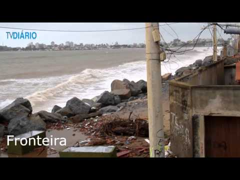 Ressaca do mar em Macaé - 27/05/2014