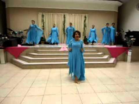 coreografia das mulheres da quadrangular (culto rosa)