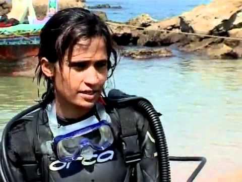 Karachi-Women Scuba Diving2.flv