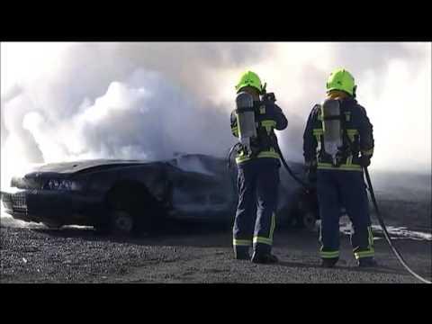 Αυτοκίνητο καίγεται σε ζωντανή σύνδεση!