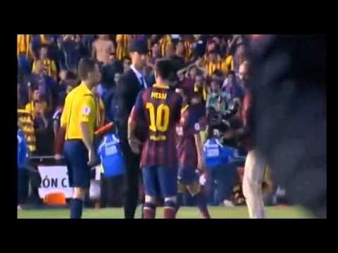 Cristiano Ronaldo consoles Lionel Messi after the Copa del Rey final | Artibola