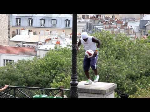 Pouliční fotbalový mág! Neuvěřitelné! :-O