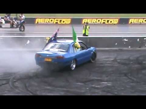 6 QUIKIE HOLDEN SUPERCHARGED V6  VS COMMODORE BURNOUT AT AUSTRALIA DAY BURNOUTS WSID 25 1 2015