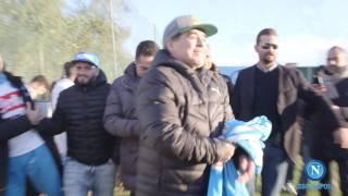Maradona al Centro Sportivo di Castel Volturno: l'arrivo.