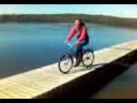 Śmieszny filmik - Skok z pomostu w stylu Pawła Jumpera