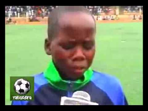 طفل إفريقي يقلد المعلق فهد العتيبي بطريقة رائعة