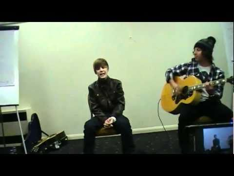 Justin Bieber - Baby Acoustic (Live in Bedford January 16, 2010)