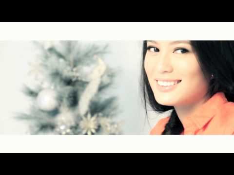 Sophie Catalog 56: Christmas Issue photo shoot BTS with Isabelle Daza