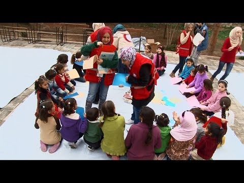 Syrian crisis: UNICEF Executive Director visits displaced families in Homs