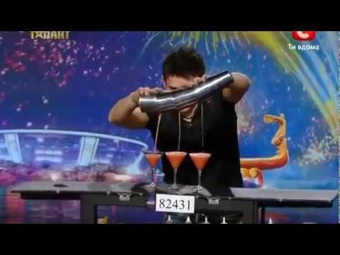 Chàng trai pha chế rượu gây sốt chương trình Ukraine's Got Talent