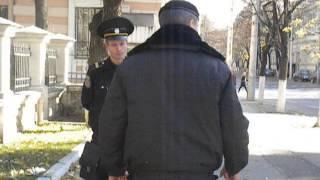 Poliţia intimidează protestatarii la Ambasada României