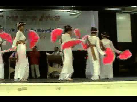 Múa quạt: đoàn múa Chăm San Jose