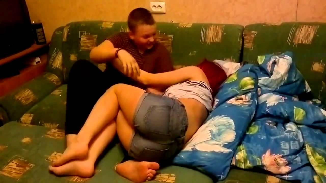 Брат установил скрытую камеру, чтобы снять свой секс с сестрой