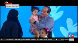 الرئيس السيسى يقدم هدايا عينية...