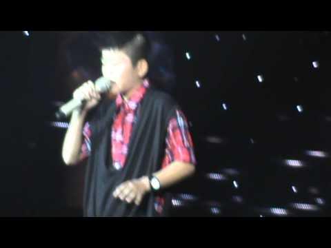[FANCAM] Sắc màu - Nguyễn Quang Anh The Voice Kids liveshow 4 24/8/2013