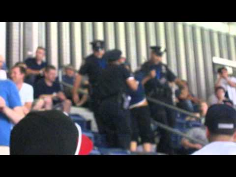 New York Yankees Bitch fight with cop!