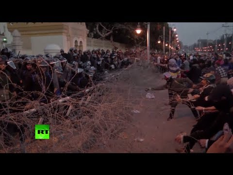 Cairo clashes video: Firebombs & teargas as Egypt marks 2 yrs of turmoil