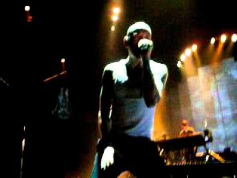Linkin Park - New Devide - Live at Xcel Energy Center Minnesota Jan 28 2011 (Close up Chester)