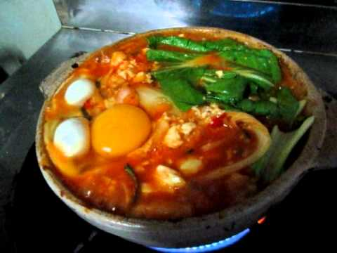 Korean food  : Kimchi Soup, I cook Kimchi soup this morning ,it's very yummy ^0^ . Recipe 1.Kimchi 1 cup 2.Vegetable that you like in this video i use Hong Tae Pak Choy 3. Pork or Bacon...