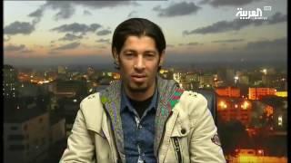 حلاق في غزة يصفف شعر زبائنه بالنار! |