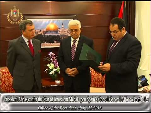 President Abbas confer the Star of Jerusalem Medal upon Spain's Consul General Alfonso Portabales