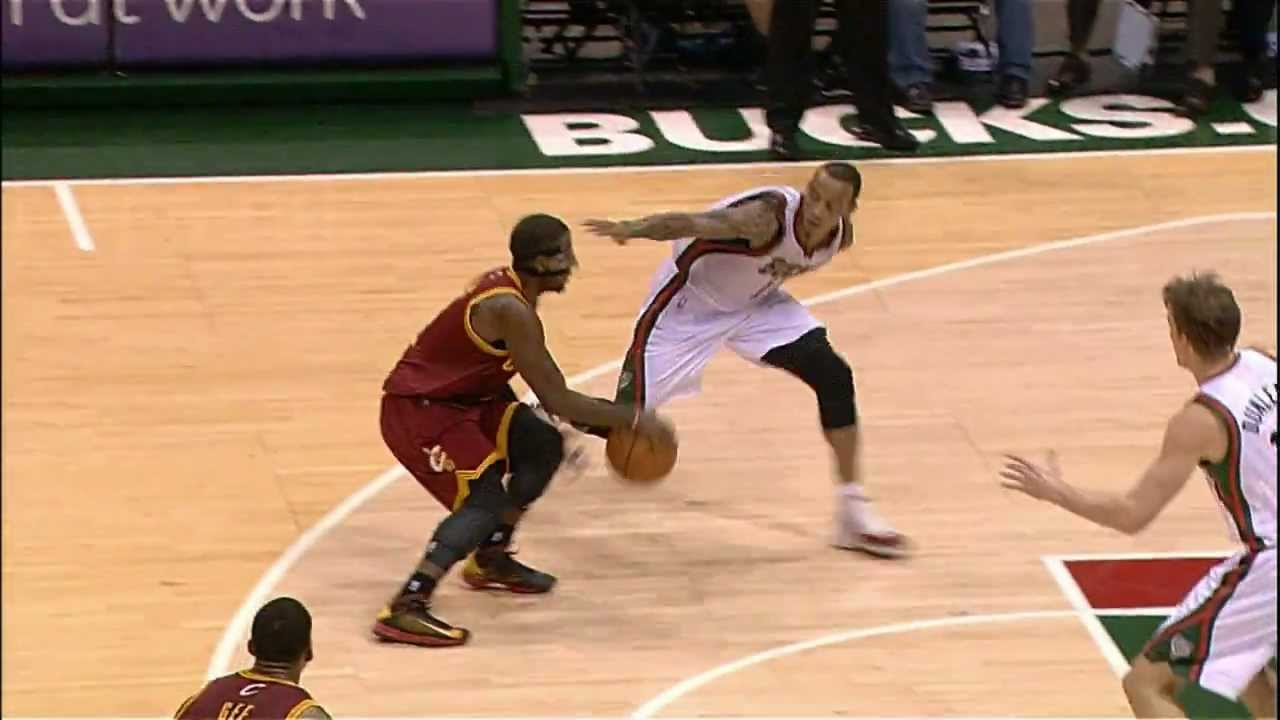 Kyrie Irving's Killer Crossover and Dish - YouTube