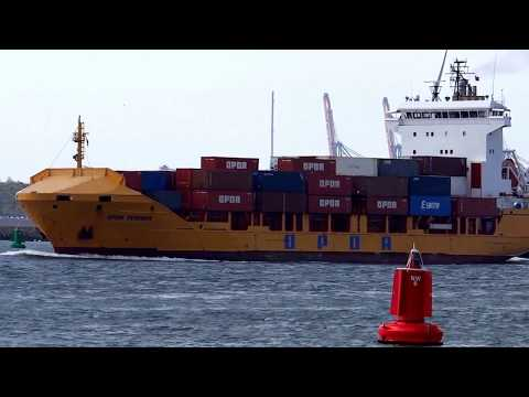 Mærsk Mc-Kinney Møller [LONG VIDEO], world's largest container ship 18,000 TEU - 2013-08-16