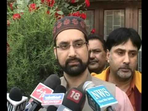Kashmiri separatist Mirwaiz hails Sharif for accepting Modi's invitation