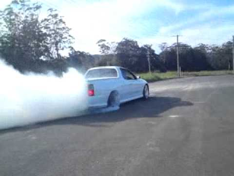 White VY ute Burnout