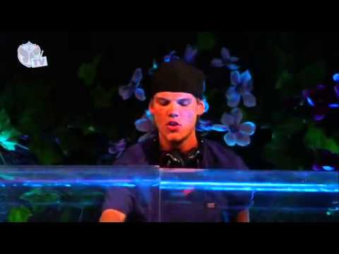Calvin Harris vs. Avicii - Sweet Superlove Nothing (Alesso MashUp) @Tomorrowland 2013